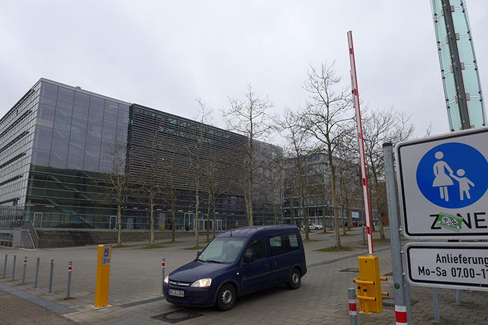 Stadt beschränkt Plaza-Zufahrt