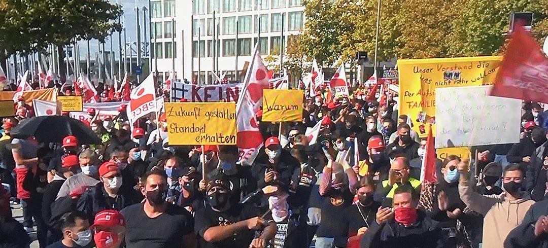 Conti-Werker demonstrieren auf Plaza